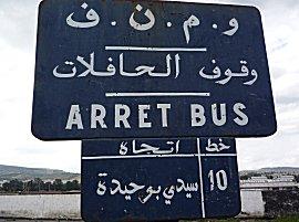 De bushalte naar de oude stad is duidelijk aangegeven