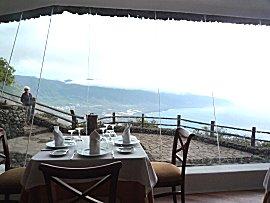 Restaurant bij mirador de la Pena met uitzicht over El Golfo