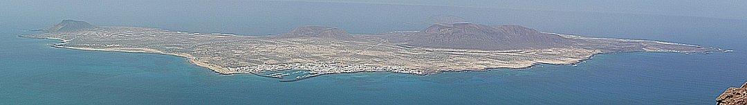 Islas Graciosa gezien vanaf de openbare weg nabij, Mirador del Rio