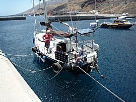 we liggen aan de kade op Hierro, Puerto de la Estaca