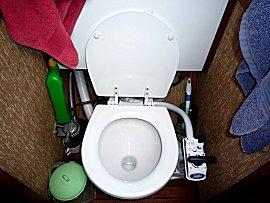 Nieuw toilet van Jabsco