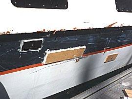 Schade aan catamaran provisorisch gerepareerd, aan de meldsteiger tijdens 8Bft