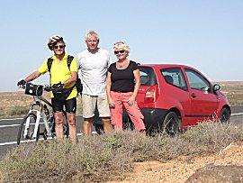 Proffesor Miguel, op fietstocht helpt ons bij auto pech