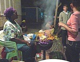 Sate, kip barbeque op straat in Palmeira
