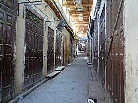 Lege straten op vrijdag tijdens het middag gebed