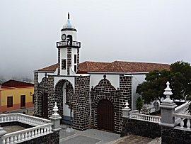 Kerkje van Valverde voor de wolken binnen trokken
