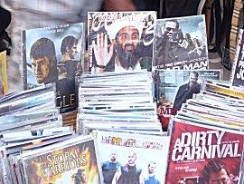 Illegale video copien op straat te koop, zie Ben Laden