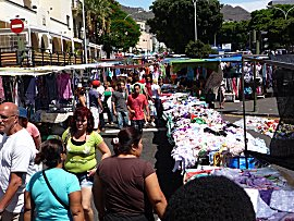 Zondags is het vlooienmarkt in Santa Cruz de Tenerife