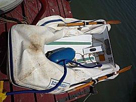 Bijboot lek op de dinghy steiger