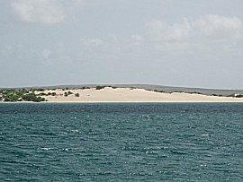 Vanaf de ankerplek uitzicht op het strand van Boa Vista