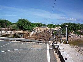 Weg gespoelde brug op Boa Vista