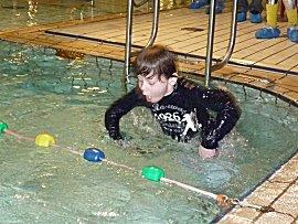Ons jongste neefje zwemt af voor B