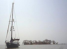 Gabber op anker voor James Island