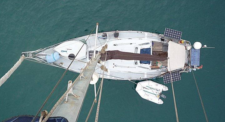 onze boot vanaf het puntje van de mast gezien