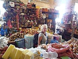 Ernie in de Sandaga markt