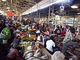 Overzicht van Tilene markt, nabij medina