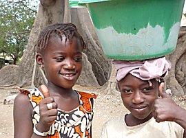 Meisjes in het dorp Mar Lodj