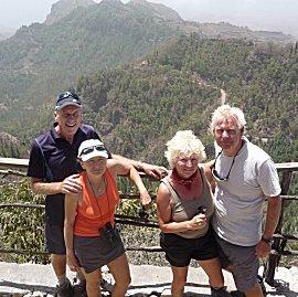 Roger, Sasha, Erik en Ernie op Pico da Cruz