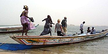 Piroque veerdienst tussen Ndangane en Mar Lodj