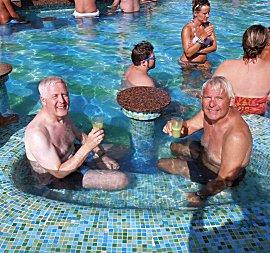 Pieter en Erik in tropisch zwemparadijs