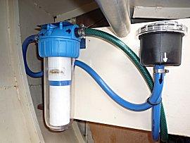 Een grof, fijn en koolstof filter moeten zorge voor schoon zeewater aan boord van de Gabber