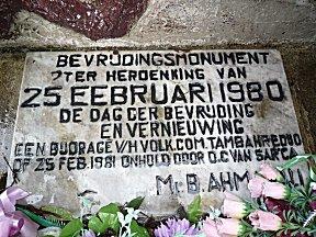 Een bevrijdings monument op zijn Surinaams.