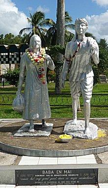 Baba en Mai, vader en moeder, symbool voor de eerste immigranten uit India.