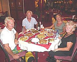 Lekker Chinezen bij Chi Min, met Rob en Christa van de Garuda.