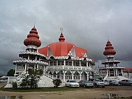 Het hoofdgebouw van de Hindu's in Suriname.