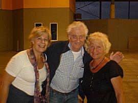 Mark en Maartje komen aan op vliegveld Zanderijen.