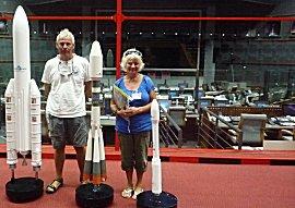 Mission control van de lanceringen met de 3 typen schaalmodellen van de raketten.