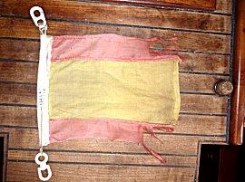 Onze versleten Spaanse vlag, de hoogste tijd om verder te gaan voor je weggestuurd wordt